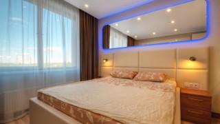 Квартира с шикарным зеркалом / LED Spaceship